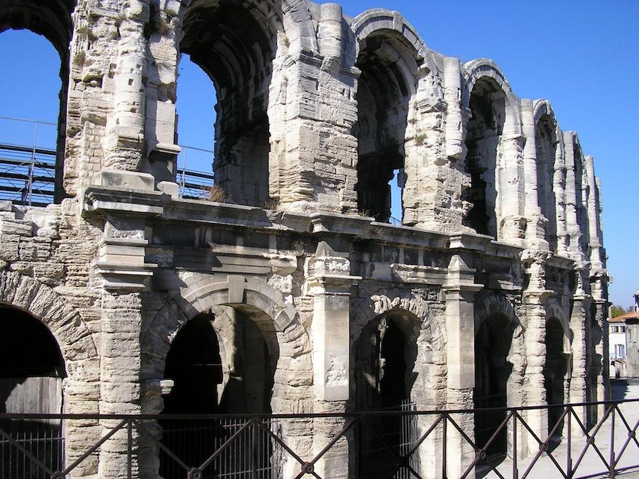 El anfiteatro romano de Arlés, otra maravilla provenzal.