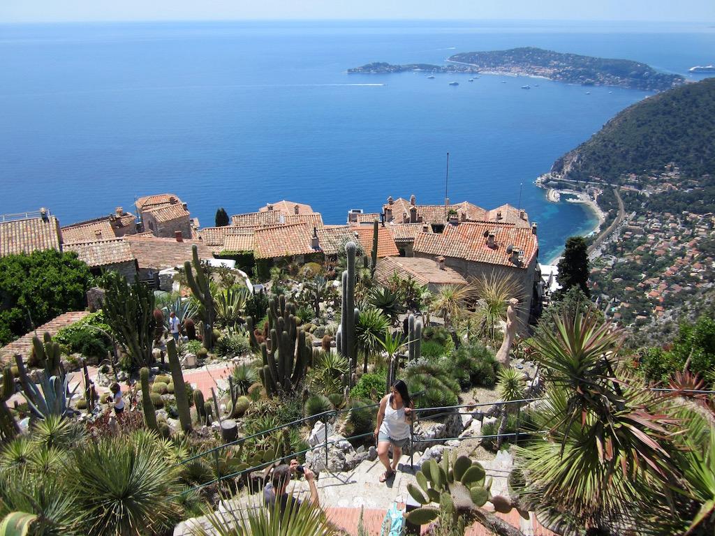 El pueblo de Eze se alza magnífico frente al Mediterráneo. No se pierdan su jardín exótico. © María Calvo.