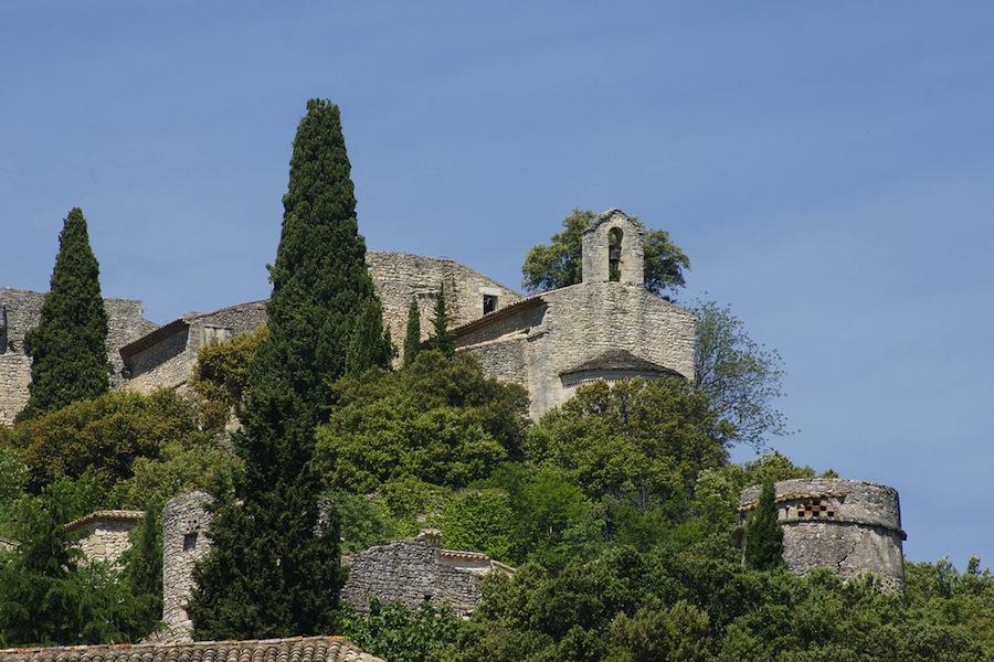 Vista de la capilla del palacio de la Roque sur Ceze. Una pena que no puedan visitarse ambos monumentos. Foto de chores.