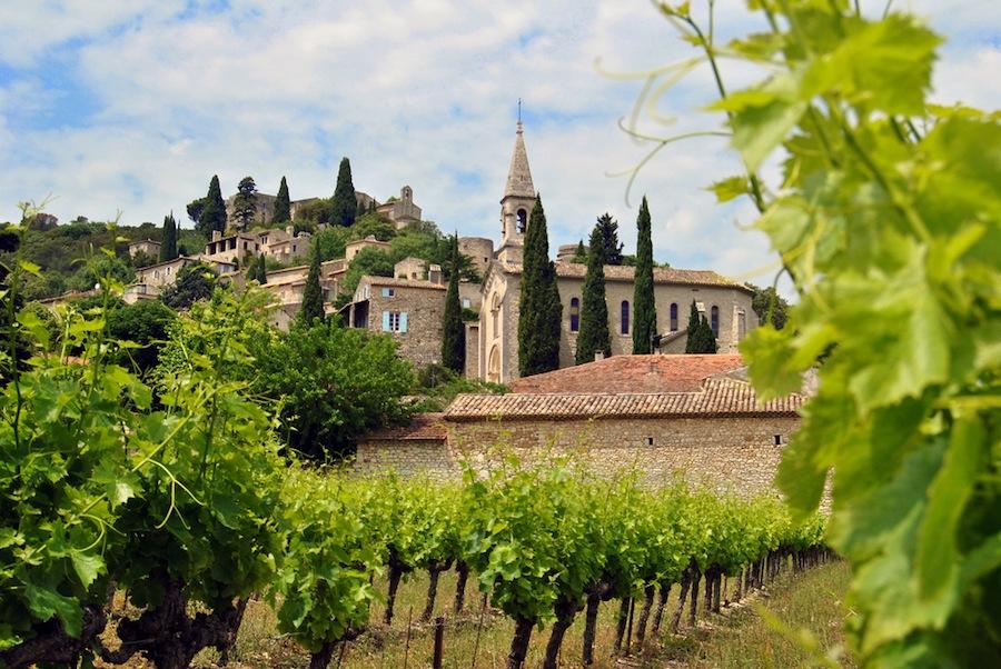 La Roque sur Cèze está considerado como uno de los pueblos más bellos de Francia. Foto de portnawak30.